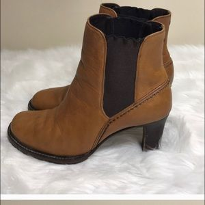 Call Haan size 7 boots brown
